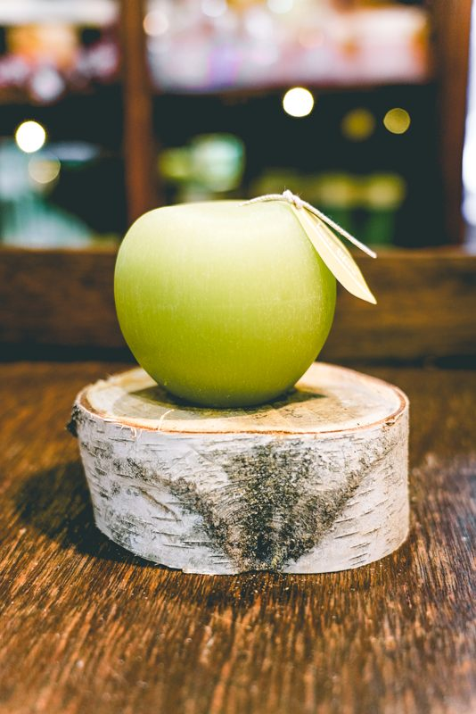 Aloe green Brushed apple candle