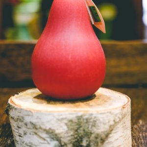 Brushed pear candle (red)