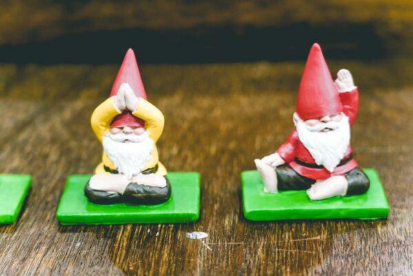 Meditating-Gnomes-02