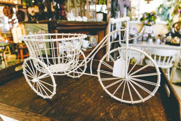 White bike planter-001